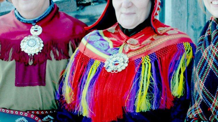 10 unschlagbare Gründe Finnisch Lappland im Winter zu besuchen - Sami Gewänder