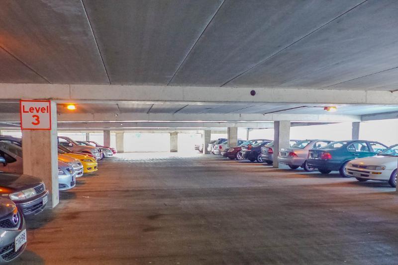 Parkhaus am Tag