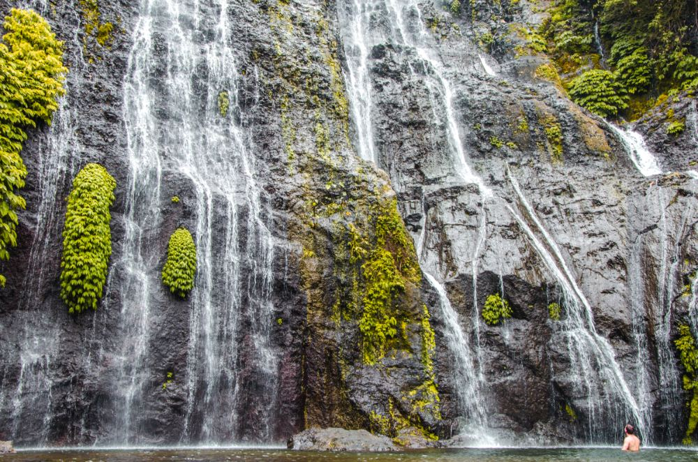 Banyumala Zwillingswasserfall in Bali, Indonesien