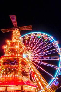 Thüringer Weihnachtsmarkt Jena - Glühweinhütte mit Riesenrad