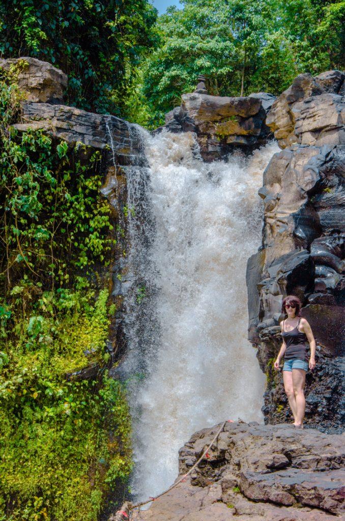 Dicht am Tegenungan Wasserfall bei Ubud
