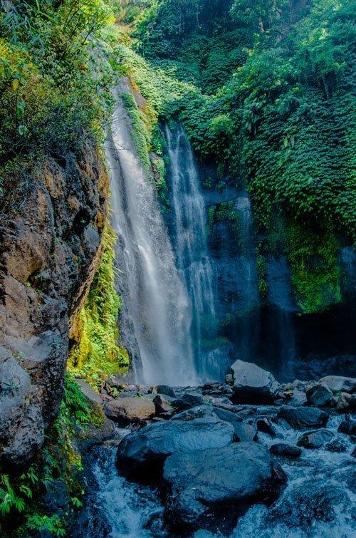 Fiji Wasserfall im Schatten