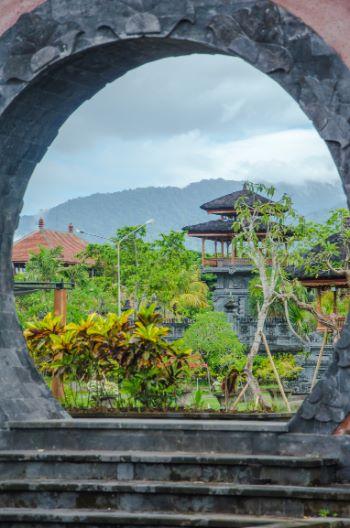 Tor zum Garten vom Tempel Jagat Nata