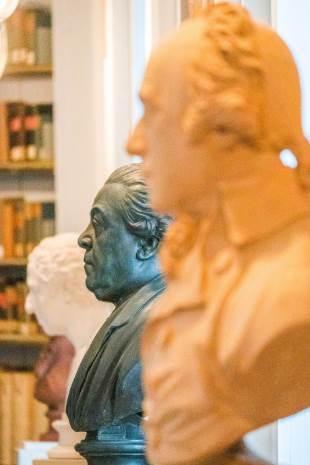 Büsten in der Anna Amalia Bibliothek in Weimar