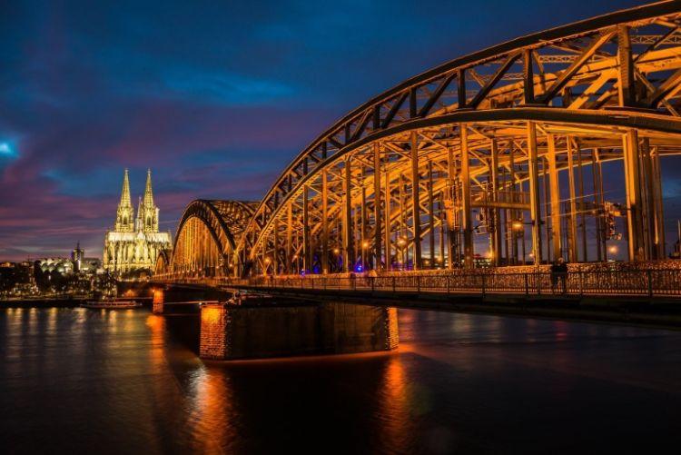 Kölner Dom mit Brücke