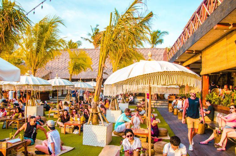The Lawn restaurant in Canggu Bali - ein beliebter Ort bei digitalen Nomaden auf Bali