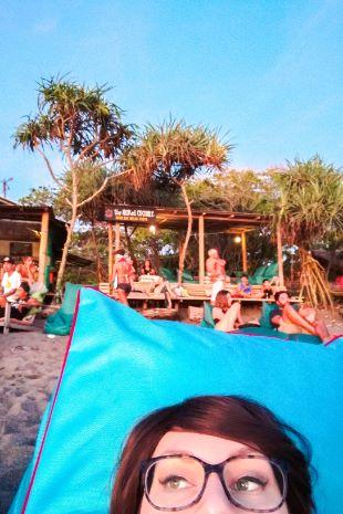 abhängen am Strand von Canggu, Bali
