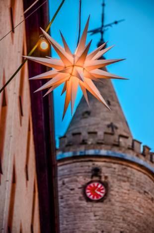 Turm der Leuchtenburg mit Weihnachtsstern