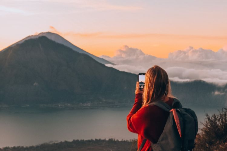Sonnenaufgang bei Mount Batur in Bali - von Solar Powered Blonde