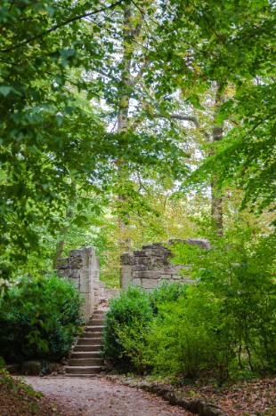 Turmruine im Schlosspark Kochberg