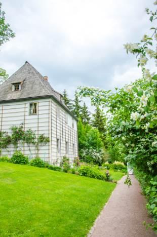 Goethes Gartenhaus in Weimar im Sommer