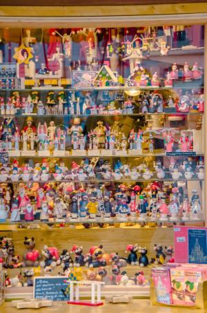Holzpuppen beim Weihnachtsmarkt Dresden