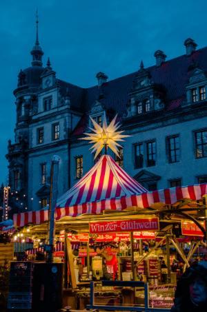 Weihnachtsmarkt beim Schloss in Dresden