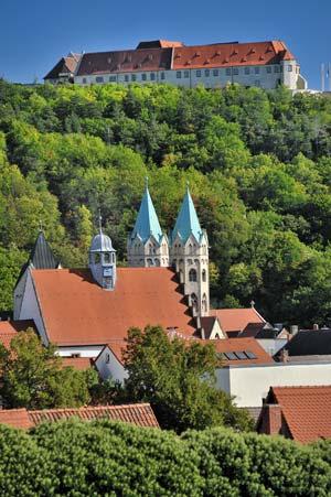 Blick auf Freyburg und Neuenburg