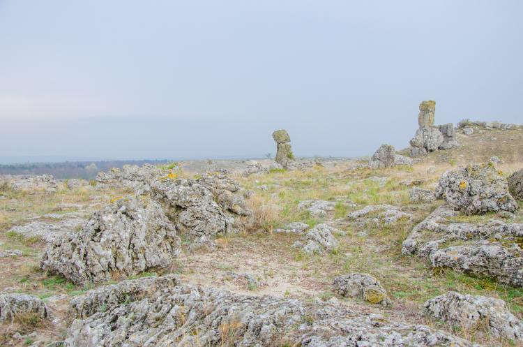 Steinsäulen in der Ferne