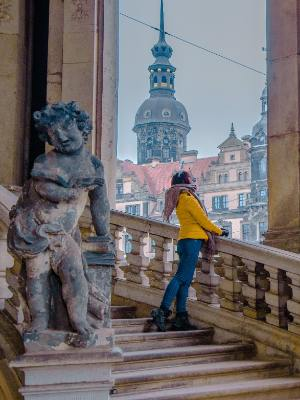 Blick vom Zwinger aufs Schloss in Dresden