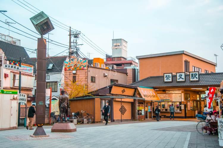 Tora-San Statue beim Shibamata Bahnhof