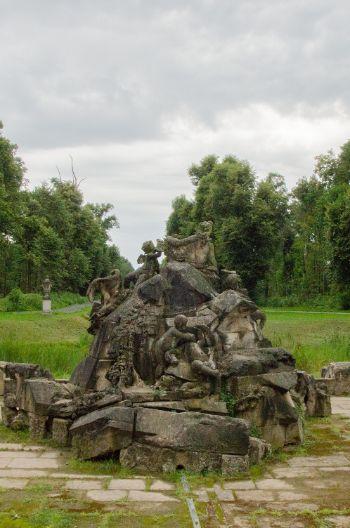 Steinerner Brunnen im Park Moritzburg