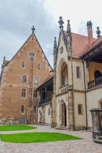 Innenhof der Albrechtsburg in Meißen mit Außengängen