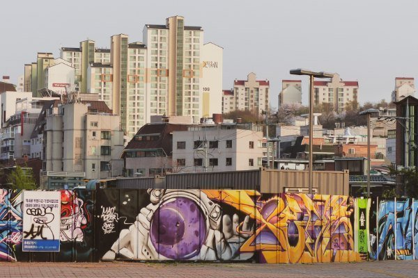 Graffiti im Viertel Hongdae in Seoul