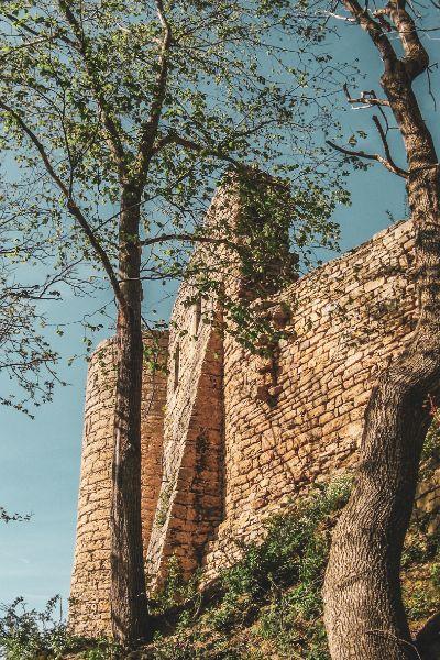 Seitenblick auf die Ruine der Kunitzburg in Jena