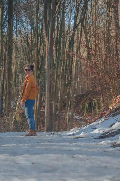 ich auf dem verschneiten Wanderpfad durchs Rautal