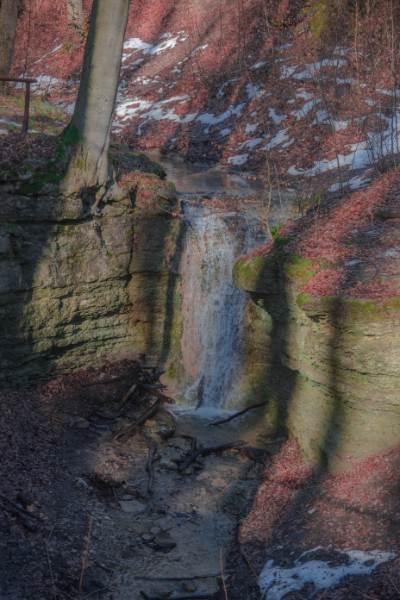 Wasserfall am Burschenplatz im Rautal im Winter